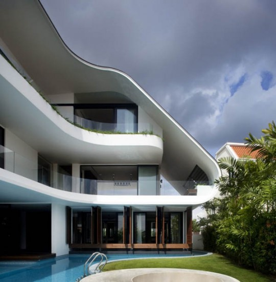 Three-story-curved-house-by-Aamer-Architects-i10-540x551